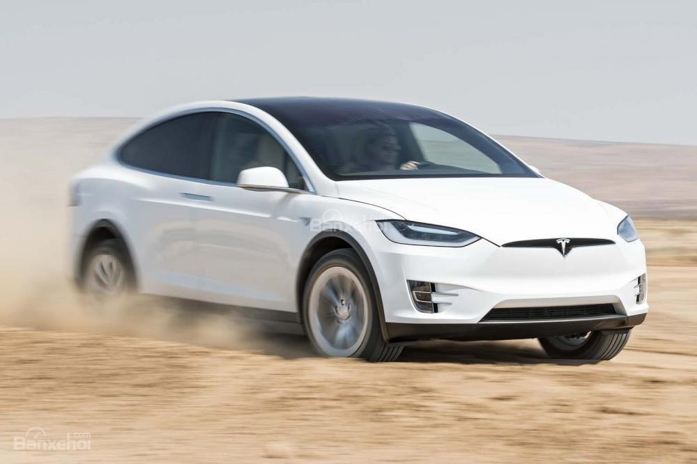Đánh giá xe Tesla Model X 2016: Có nhiều nét thiết kế tương đồng với người anh em Roadster và Model S a1