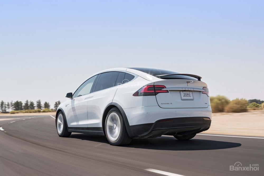 Đánh giá xe Tesla Model X 2016 về thiết kế đuôi xe a1