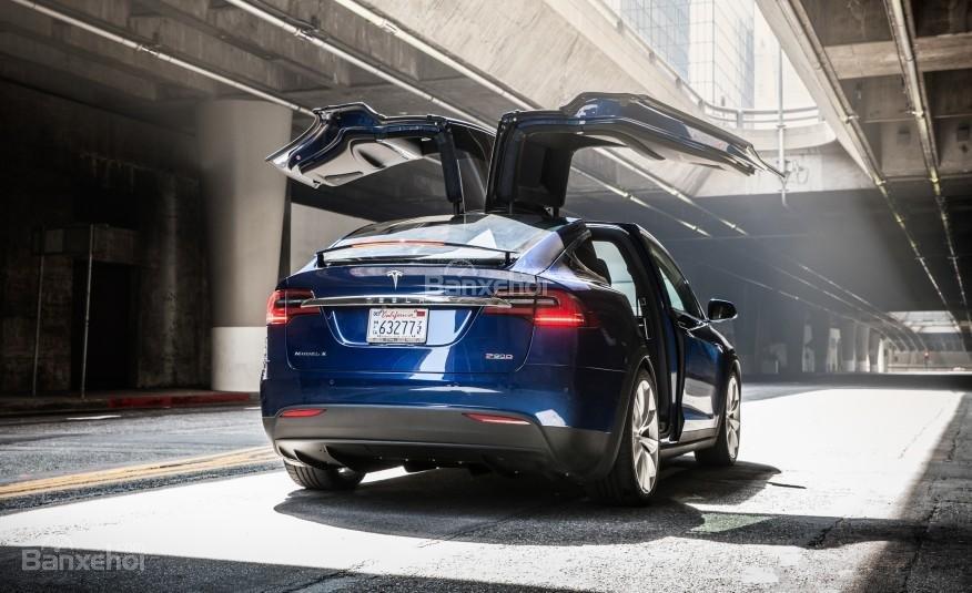 Đánh giá xe Tesla Model X 2016: Thiết kế cửa cánh chim Falcon Wing đặc biệt a3