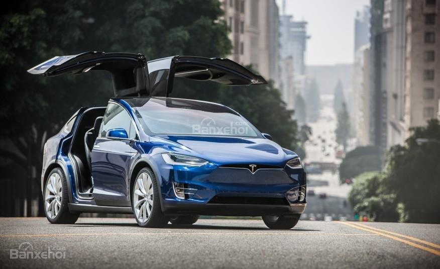 Đánh giá xe Tesla Model X 2016: Thiết kế cửa cánh chim Falcon Wing đặc biệt a1