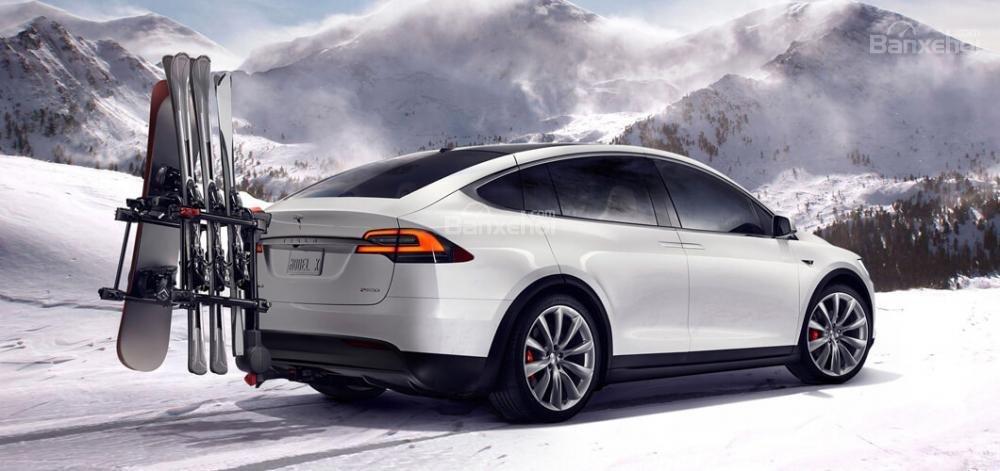 Tesla Model X thể hiện rất tốt khi tăng tốc.