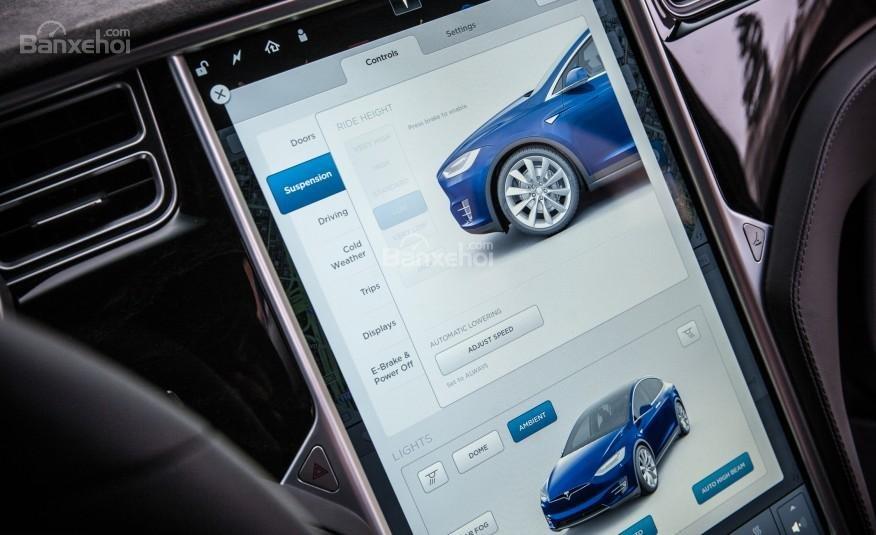 Tesla Model X 2016 được trang bị màn hình cảm ứng 17 inch và loại bỏ các nút điều khiển truyền thống a3