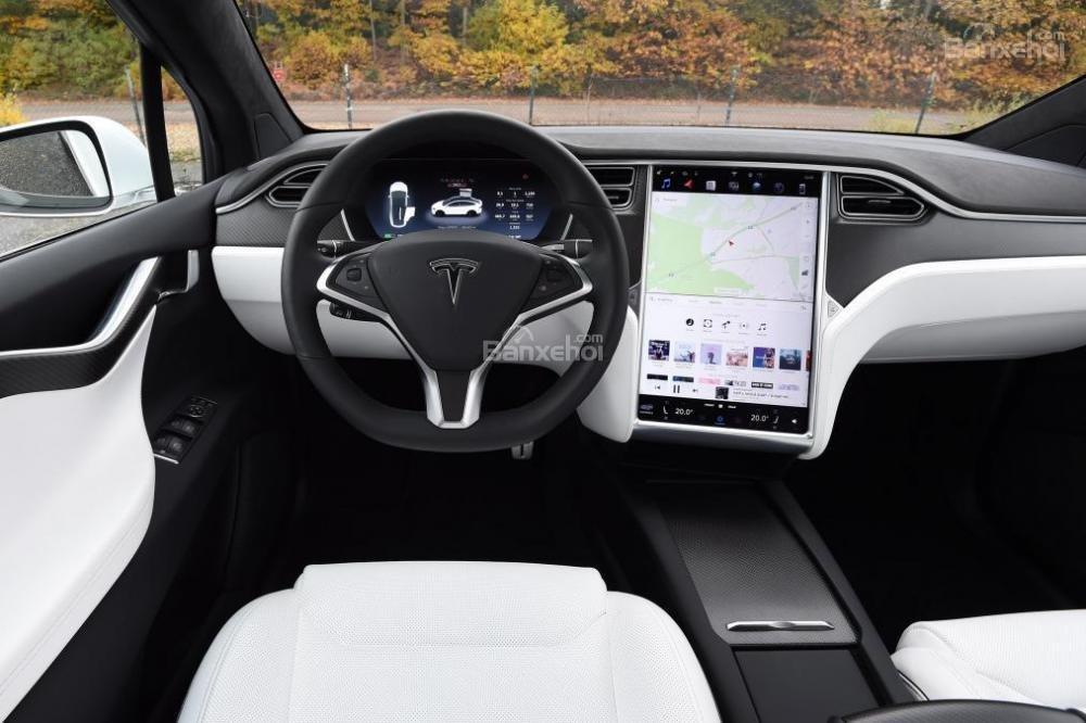 Tesla Model X 2016 được trang bị màn hình cảm ứng 17 inch và loại bỏ các nút điều khiển truyền thống a1