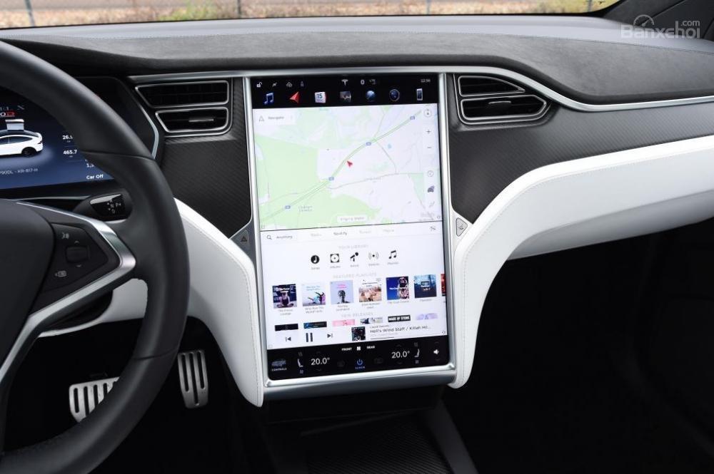 Tesla Model X 2016 được trang bị màn hình cảm ứng 17 inch và loại bỏ các nút điều khiển truyền thống a2