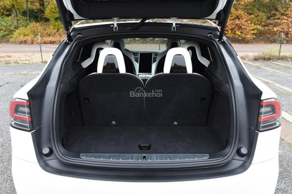 Đánh giá xe Tesla Model X 2016: Khoang hành lý khá rộng rãi.