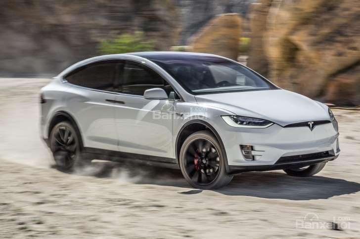 """Với gói """"Ludicrous"""", Tesla Model X 2016 mạnh lên 532 mã lực và có thể tăng tốc từ 0-100 km/h chỉ 3,3 giây."""