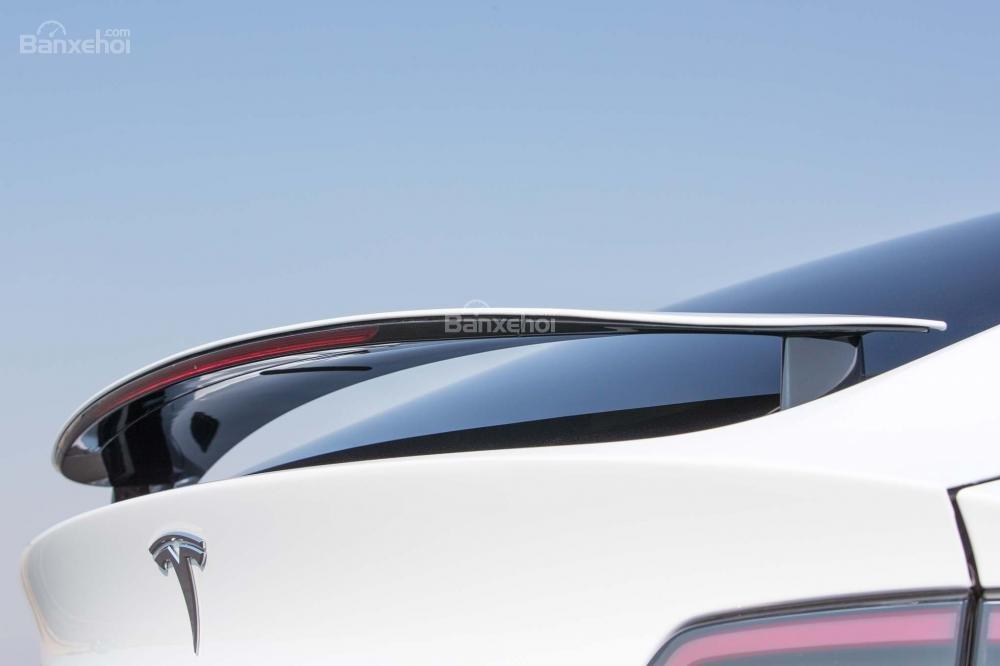 Đánh giá xe Tesla Model X 2016 về thiết kế đuôi xe a3