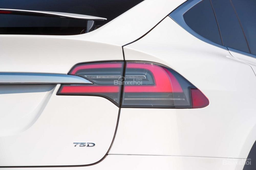 Đánh giá xe Tesla Model X 2016 về thiết kế đuôi xe a2