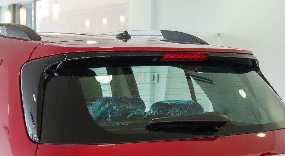 Đánh giá xe Chevrolet Trax 2017: Dải đèn LED báo phanh phụ bố trí tại đuôi lướt gió 1