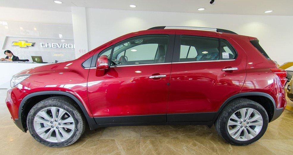 Đánh giá xe Chevrolet Trax 2017: Một ngoại hình khỏe khoắn khi nhìn từ cạnh bên 1