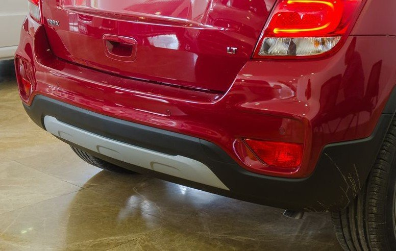 Đánh giá xe Chevrolet Trax 2017: Cản sau hình chữ U 1