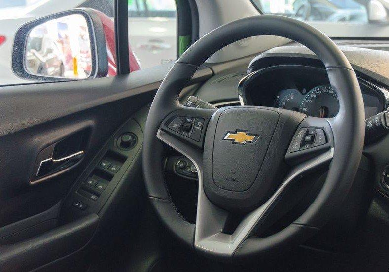 Đánh giá xe Chevrolet Trax 2017: Vô-lăng ba chấu có thiết kế vừa tầm tay 1