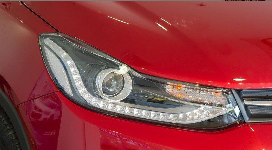Đánh giá xe Chevrolet Trax 2017: Cụm đèn pha sắc sảo 1
