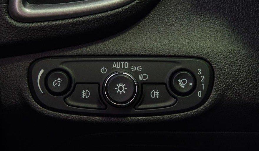 Đánh giá xe Chevrolet Trax 2017: Hệ thống điều chỉnh hành trình Cruise Control 1