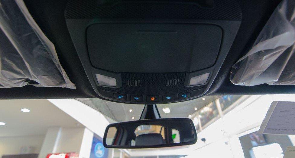 Đánh giá xe Ford Everest 2017: Hệ thống chiếu sáng trong khoang cabin 2