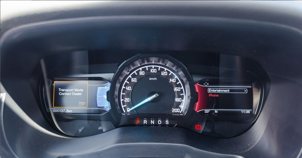 """Đánh giá xe Ford Everest 2017: Cụm đồng hồ tốc độ dạng cơ trở thành tâm điểm đối xứng của 2 màn hình TFT 4.2"""" hiển thị đa thông tin 1"""
