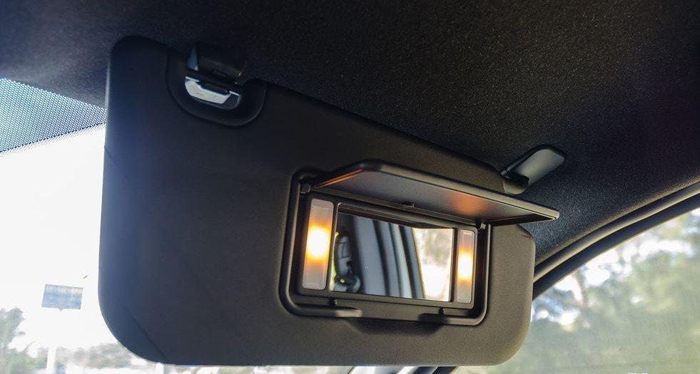 Đánh giá xe Ford Everest 2017: Hệ thống chiếu sáng trong khoang cabin 1