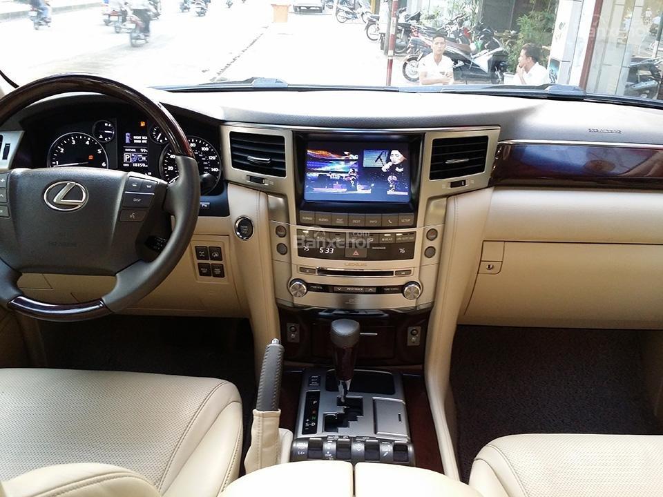 Cần bán xe Lexus LX 570 nhập Mỹ, model 2015, màu đen (7)