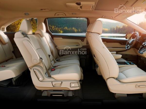 Đánh giá xe Honda Odyssey 2018: Ghế ngồi trên xe có thiết kế sang trọng.