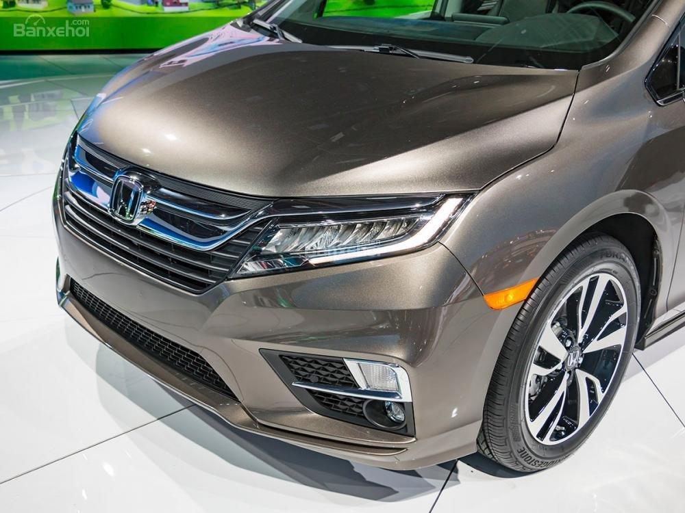 Đánh giá xe Honda Odyssey 2018: Đèn sương mù của xe.