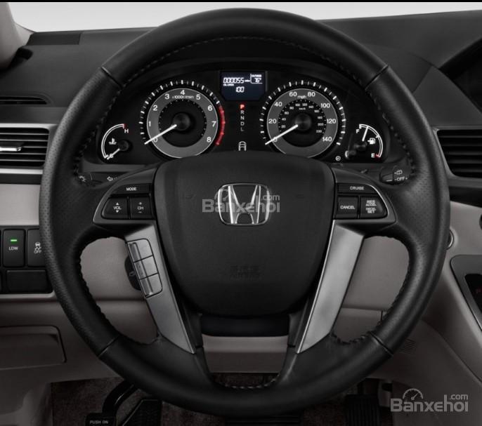 Đánh giá xe Honda Odyssey 2018: Vô lăng bọc da.