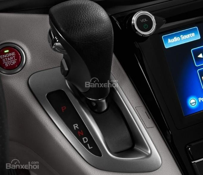 Đánh giá xe Honda Odyssey 2018: Cần gạt số.