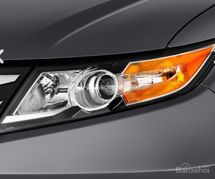 Đánh giá xe Honda Odyssey 2018: Đèn pha của xe.
