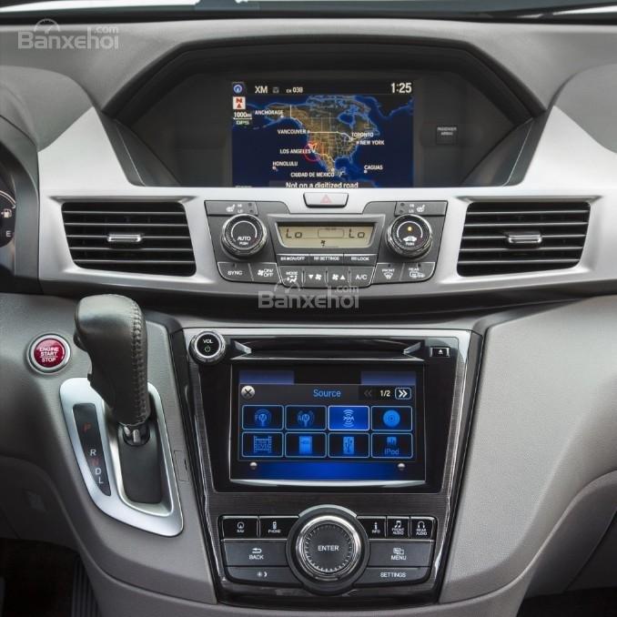 Đánh giá xe Honda Odyssey 2018: bảng điều khiển xe.