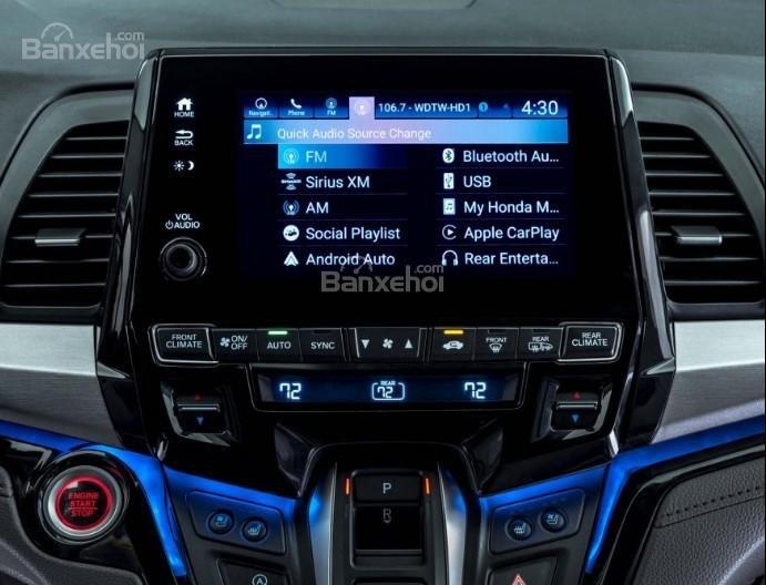 Đánh giá xe Honda Odyssey 2018: Xe sở hữu hệ thống giải trí đa dạng.