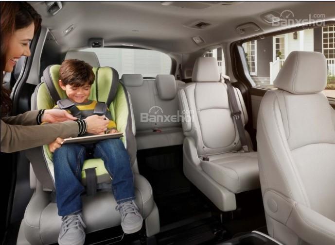 Đánh giá xe Honda Odyssey 2018: Xe có 3 hàng ghế ngồi.