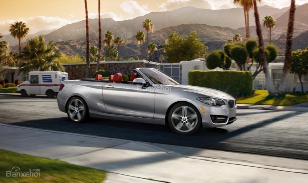 BMW 2-Series 2017 được đánh giá là một mẫu coupe thể thao cực chất trên đường đi.