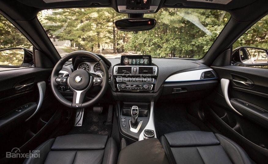 Khoang nội thất BMW 2-Series 2017 có giao diện hấp dẫn, nhiều chức năng.