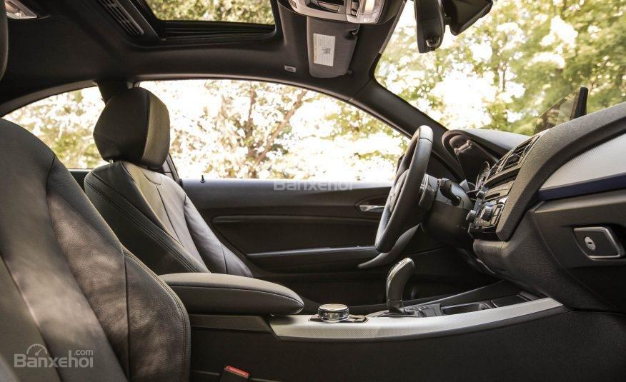 Đánh giá xe BMW 2-Series 2017: Hệ thống ghế ngồi thể thao hỗ trợ tốt nhất cho lái xe và hành khách a1