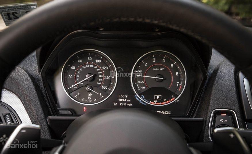 Đánh giá xe BMW 2-Series 2017 về bảng đồng hồ lái a1