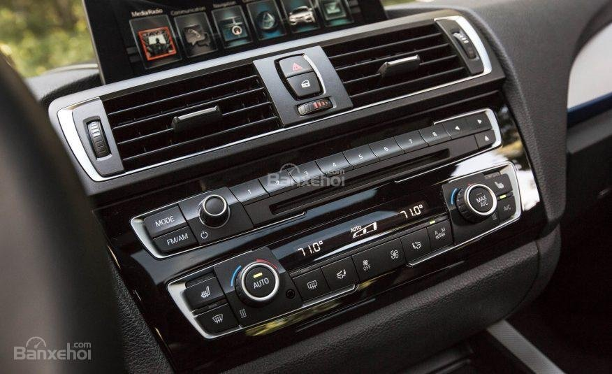 BMW 2-Series 2017 sở hữu hệ thống thông tin giải trí BMW iDrive với nhiều thiết lập khác nhau a4