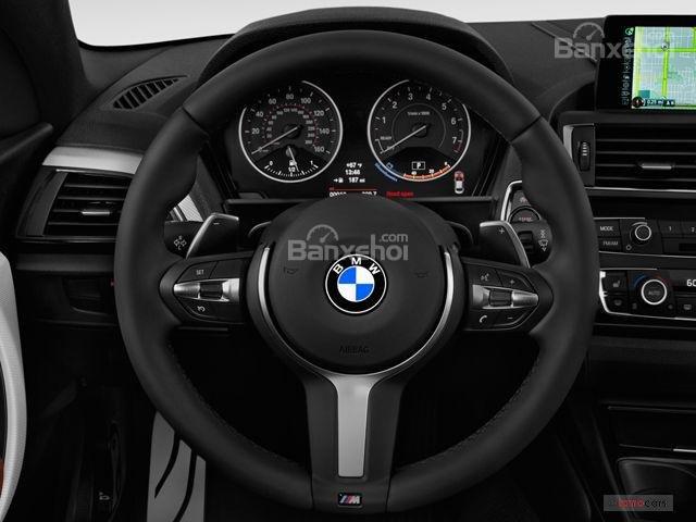 Đánh giá xe BMW 2-Series 2017: Vô-lăng 3 chấu thể thao tích hợp các nút điều khiển chức năng a1