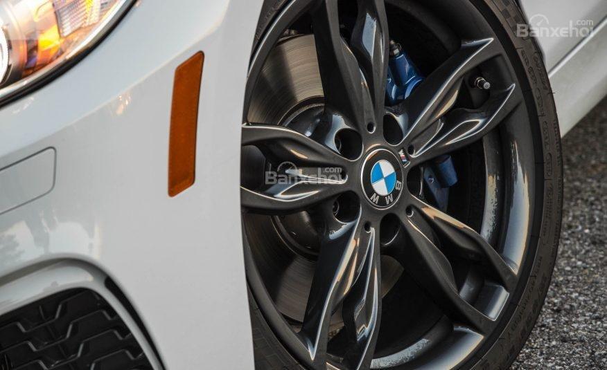 Đánh giá xe BMW 2-Series 2017: La-zăng 5 chấu kép với bản BMW M240i.