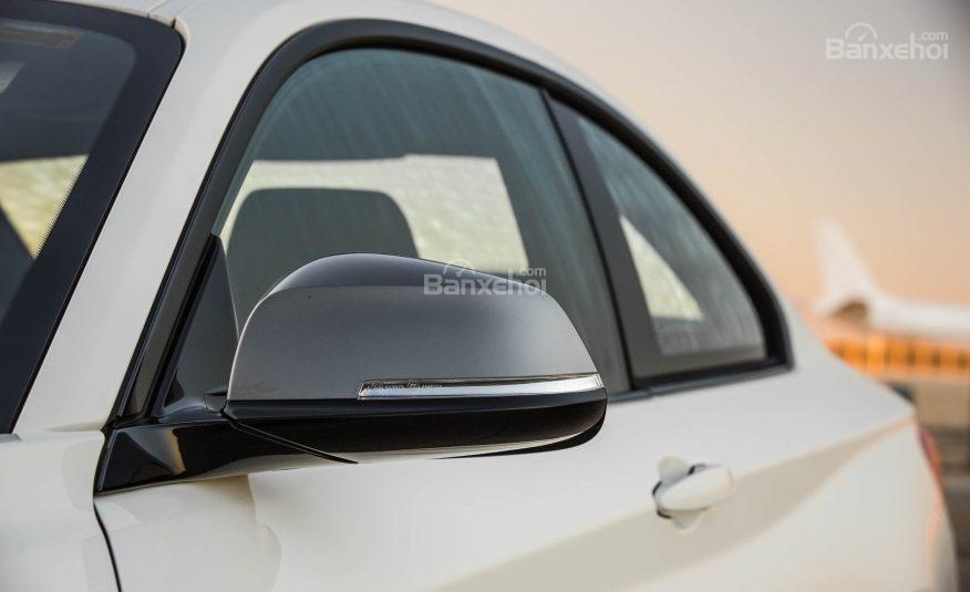 Đánh giá xe BMW 2-Series 2017: Gương chiếu hậu tích hợp đèn báo rẽ.