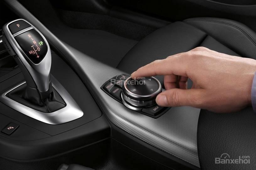 Đánh giá xe BMW 2-Series 2017 về bảng điều khiển trung tâm a2