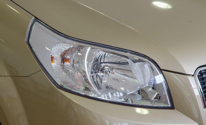 Đánh giá xe Chevrolet Aveo 2017: Cụm đèn pha to bản kết hợp bóng halogen 1