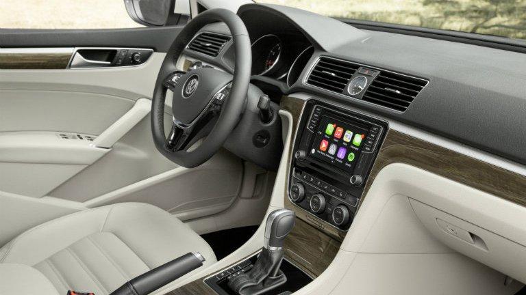 So sánh nội thất xe Renault và Toyota Camry: tân binh đại thắng.