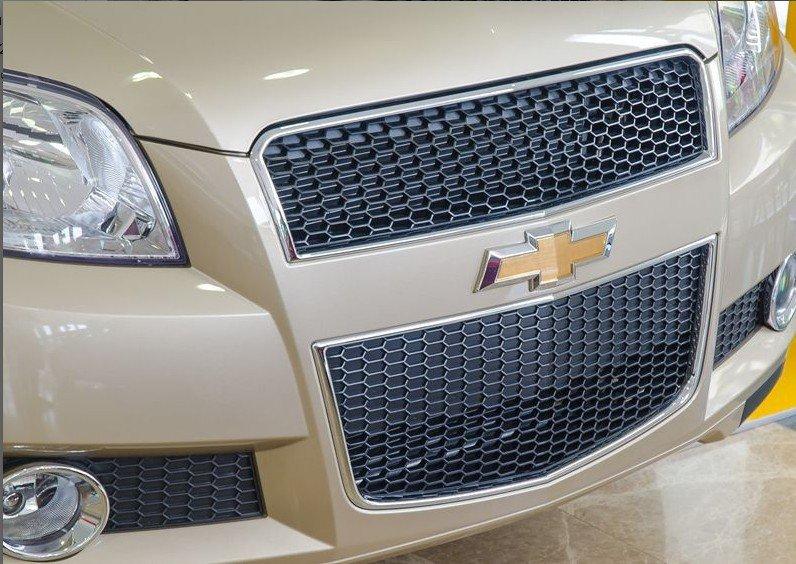 Đánh giá xe Chevrolet Aveo 2017: Lưới tản nhiệt hình thang cỡ lớn 1