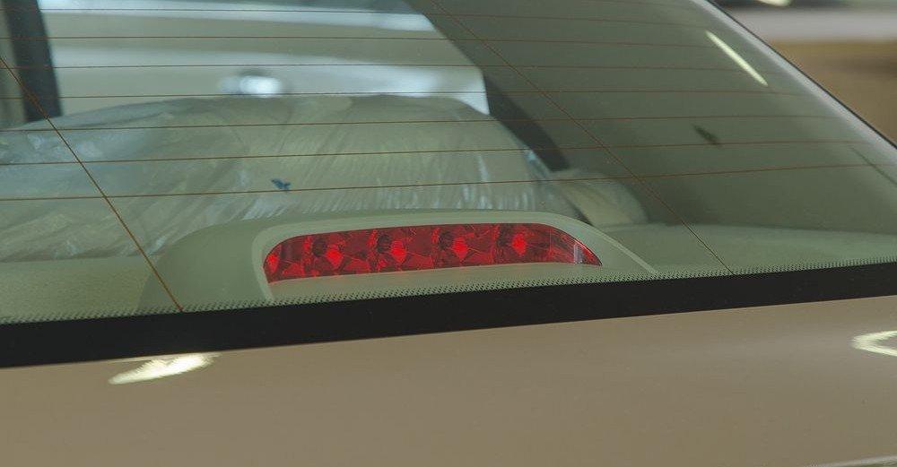 Đánh giá xe Chevrolet Aveo 2017: Cụm đèn phụ 1