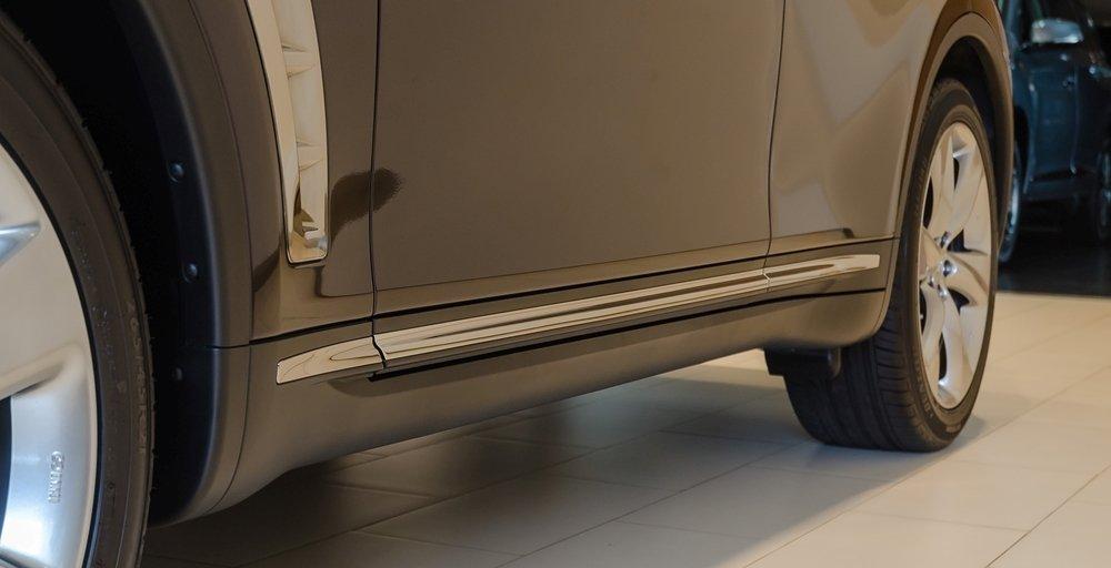 Đánh giá xe Infiniti QX70 2017: Thân xe nổi bật với nhiều điểm nhấn mạ crom..