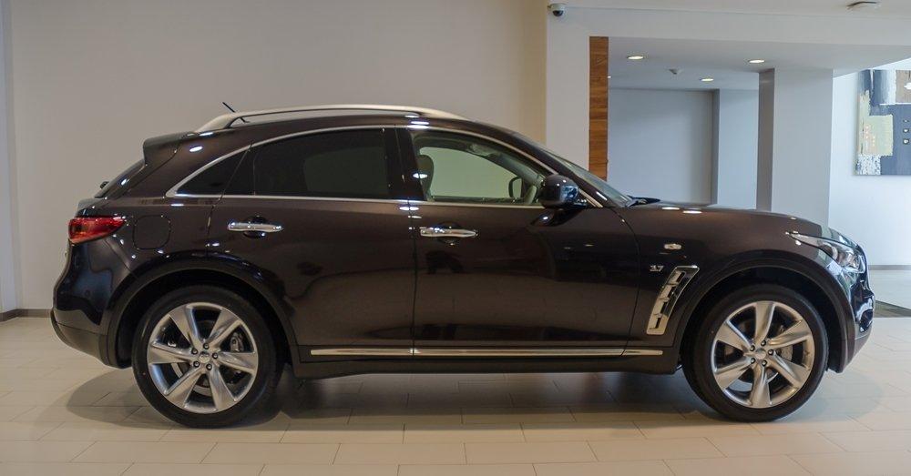 Đánh giá xe Infiniti QX70 2017: Thân xe nổi bật với nhiều điểm nhấn mạ crom.