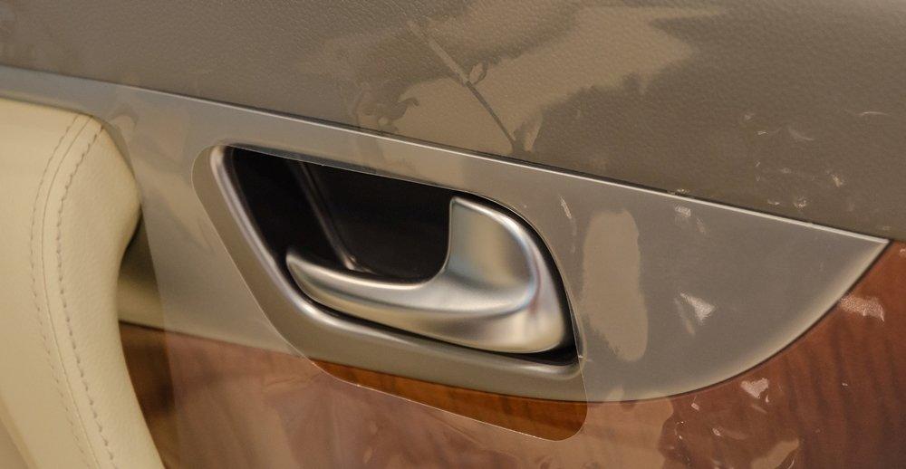 Đánh giá xe Infiniti QX70 2017: Nút điều khiển hệ thống cửa xe a1