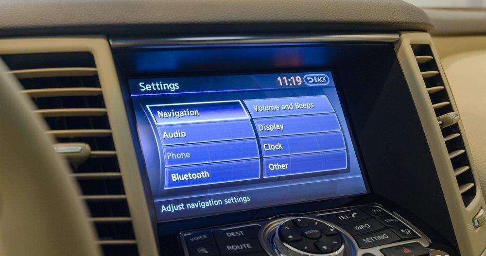 Đánh giá xe Infiniti QX70 2017: Màn hình cảm ứng 8 inch.