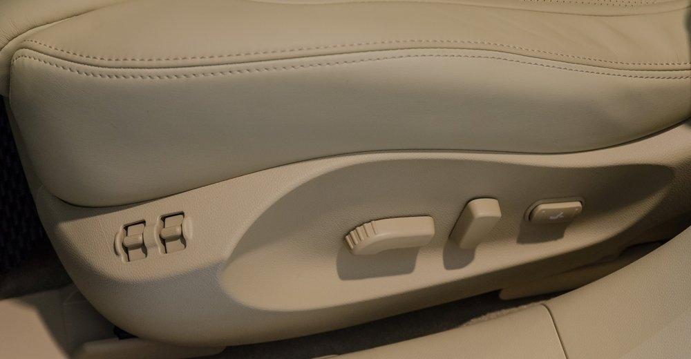 Đánh giá xe Infiniti QX70 2017: Các nút điều khiển chức năng ghế ngồi a1