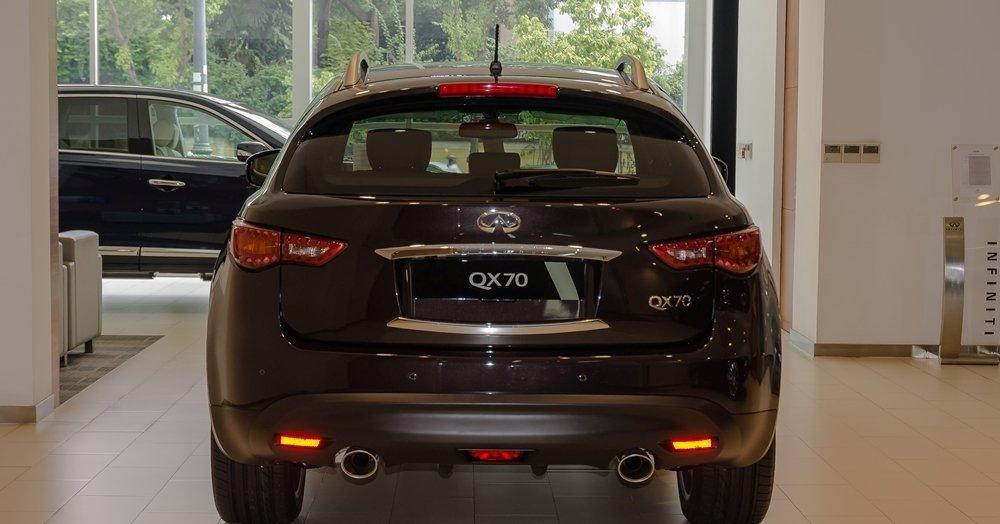 Đánh giá xe Infiniti QX70 2017: Thiết kế đuôi xe bắt mắt.