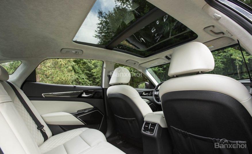 Đánh giá xe Kia Cadenza 2017: Cửa sổ trời trong xe.
